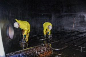 Final cleaning of Heavy Fuel Oil tank