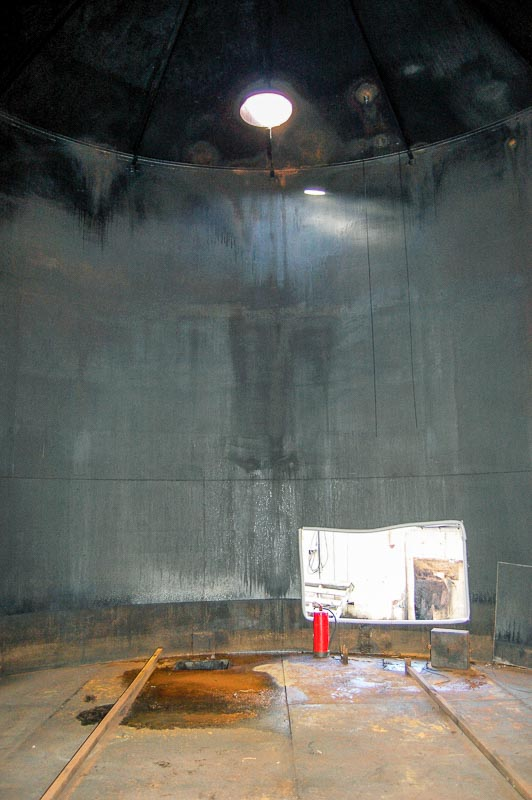 Industrial oil tank cleaning